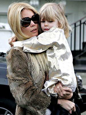 Photo of Claudia Schiffer & her Daughter  Clementine Schiffer